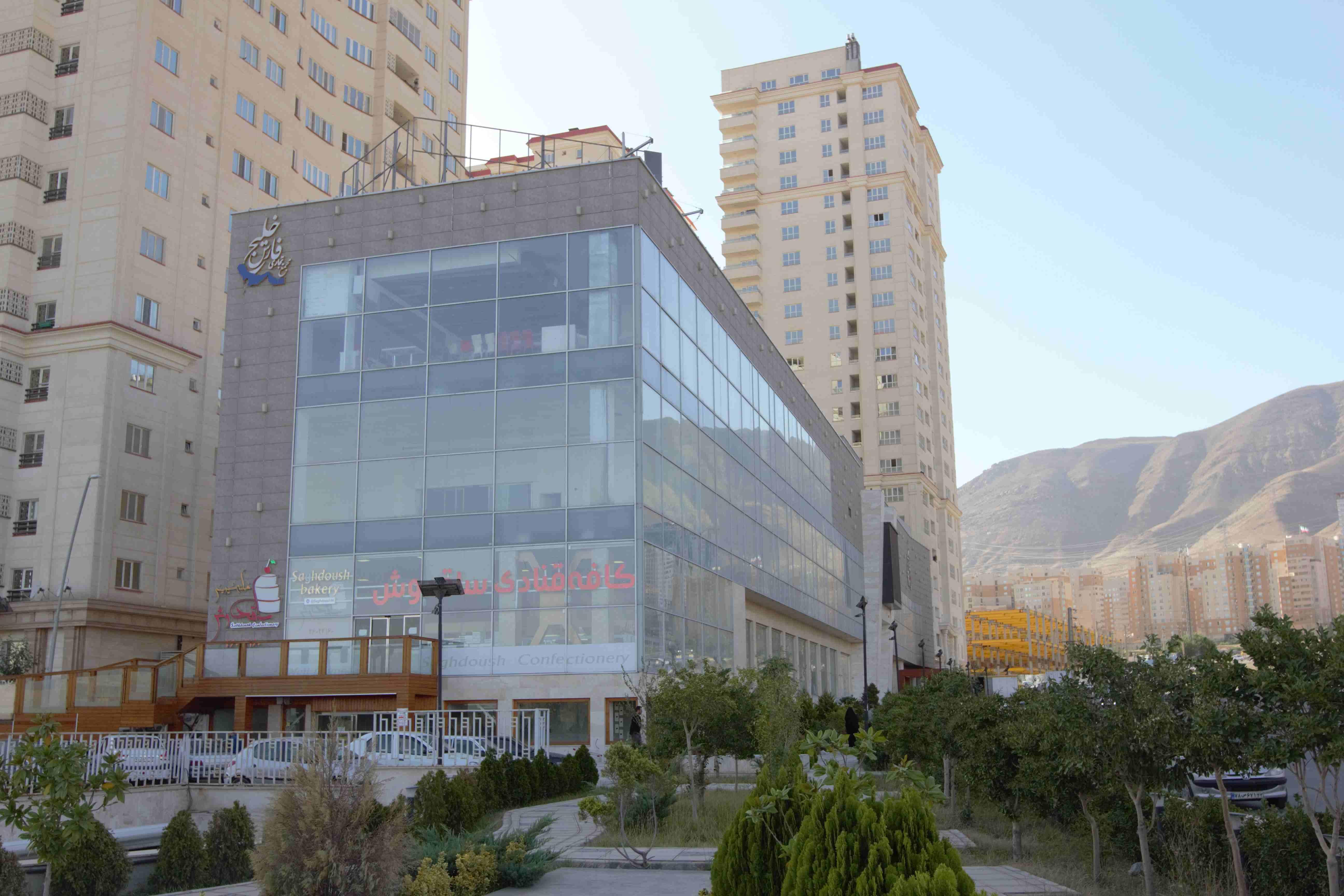اجرای نمای ساختمان تجاری